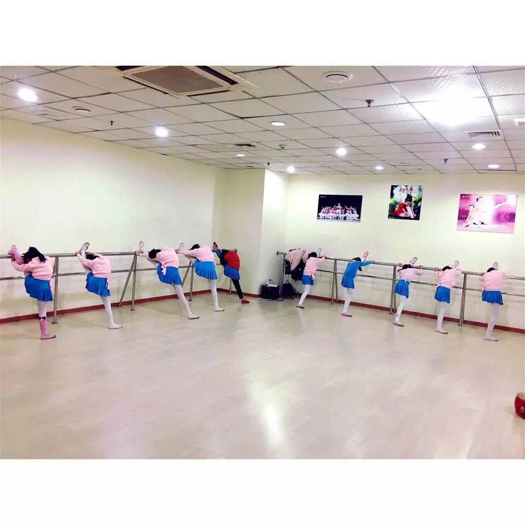 小学舞蹈教室介绍_教学环境 - 月光琴行-中国百强琴行-全国连锁钢琴城